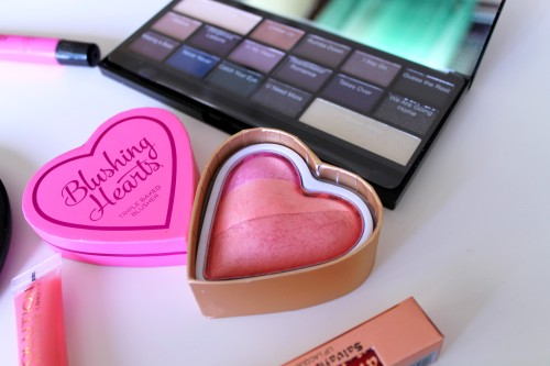 make_up_revolution_blushing_heart